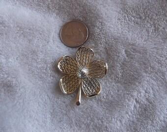 Vtg Pin-Goldtoned Flower-P1679