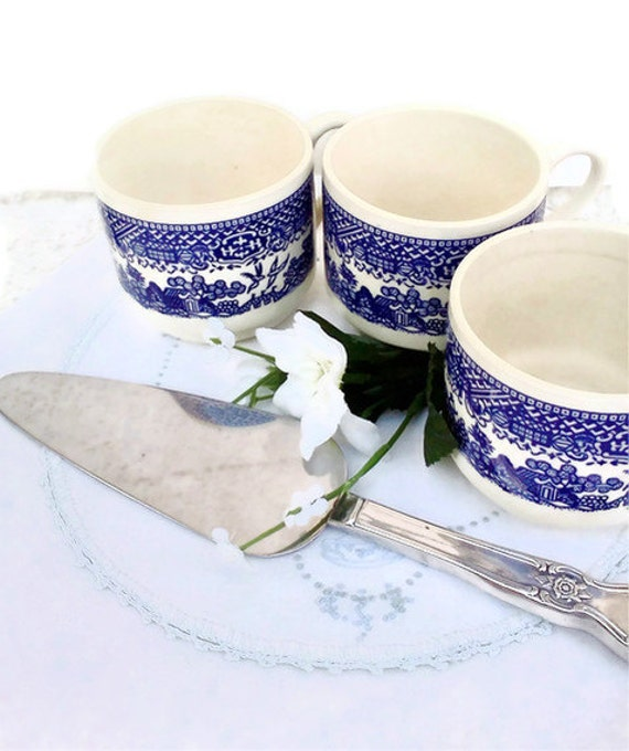 Blue and White cups pie server Cottage Chic