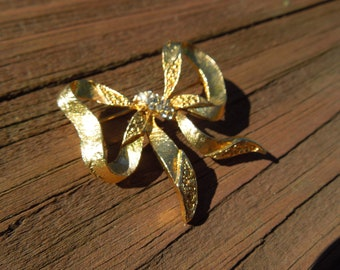 Vintage Bow Brooch, Gold Tone with Rhinestones, Very Nice Condition