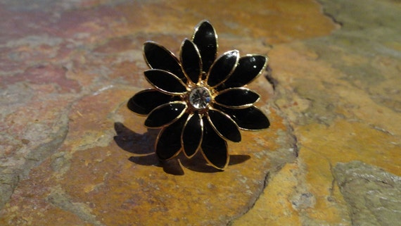 Black Blossoming FLOWER Gold Cocktail RING with Jewel Centre size 8