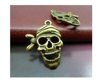 6 Well Crafted Laughing Pirate Skull Charms in Bronze Tone Hallowween Pendant Charm Pirates Jewelry 27x20 mm