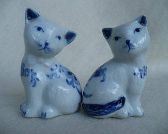 Vintage, Blue and White Cat, Salt and Pepper Shakers
