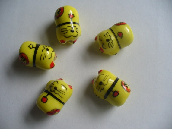 5 Porcelain Yellow Cat Beads