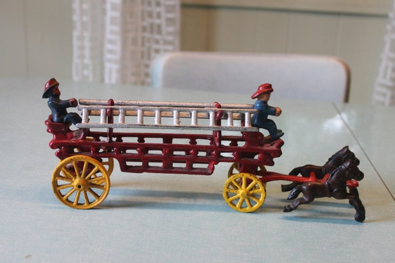 Vintage Painted Cast Iron 2 Horse Drawn Fire Truck W 2 Firemen