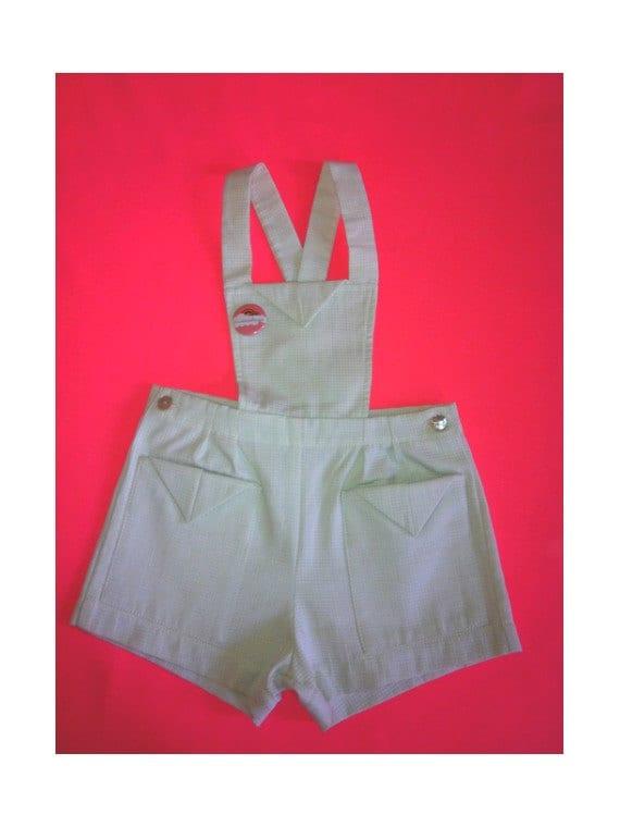 JUMPSUIT  pair of shorts ( size 5 ans )