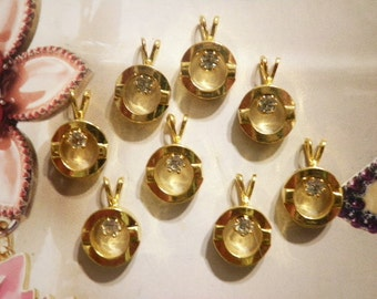 8 Goldplated Pendants with 3mm Rhinestone