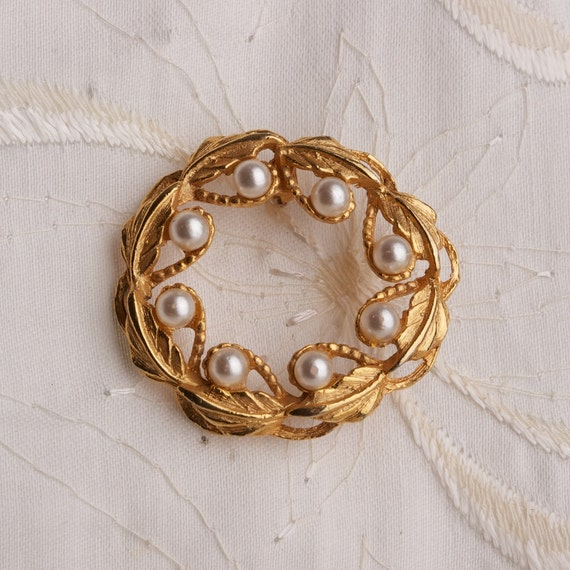 RESERVED Vintage Faux Pearl Gold Tone Wreath