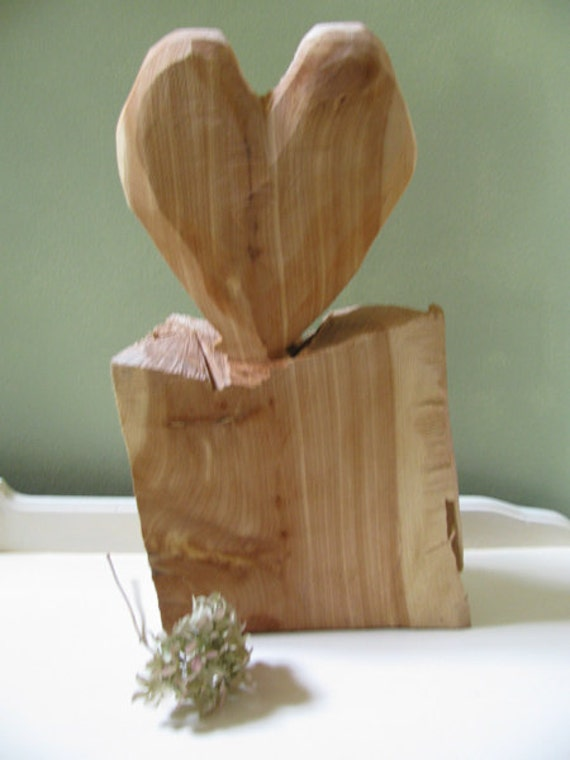 Primitve Rustic Red Cedar Wood Chainsaw Carved Heart