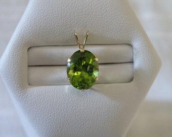 Dazzling 14K Gold Emerald Pendant - 2.6 ctw