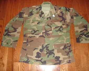 Military Issue Woodland Camo Jacket, BDU Shirt - Size Medium  No. 7