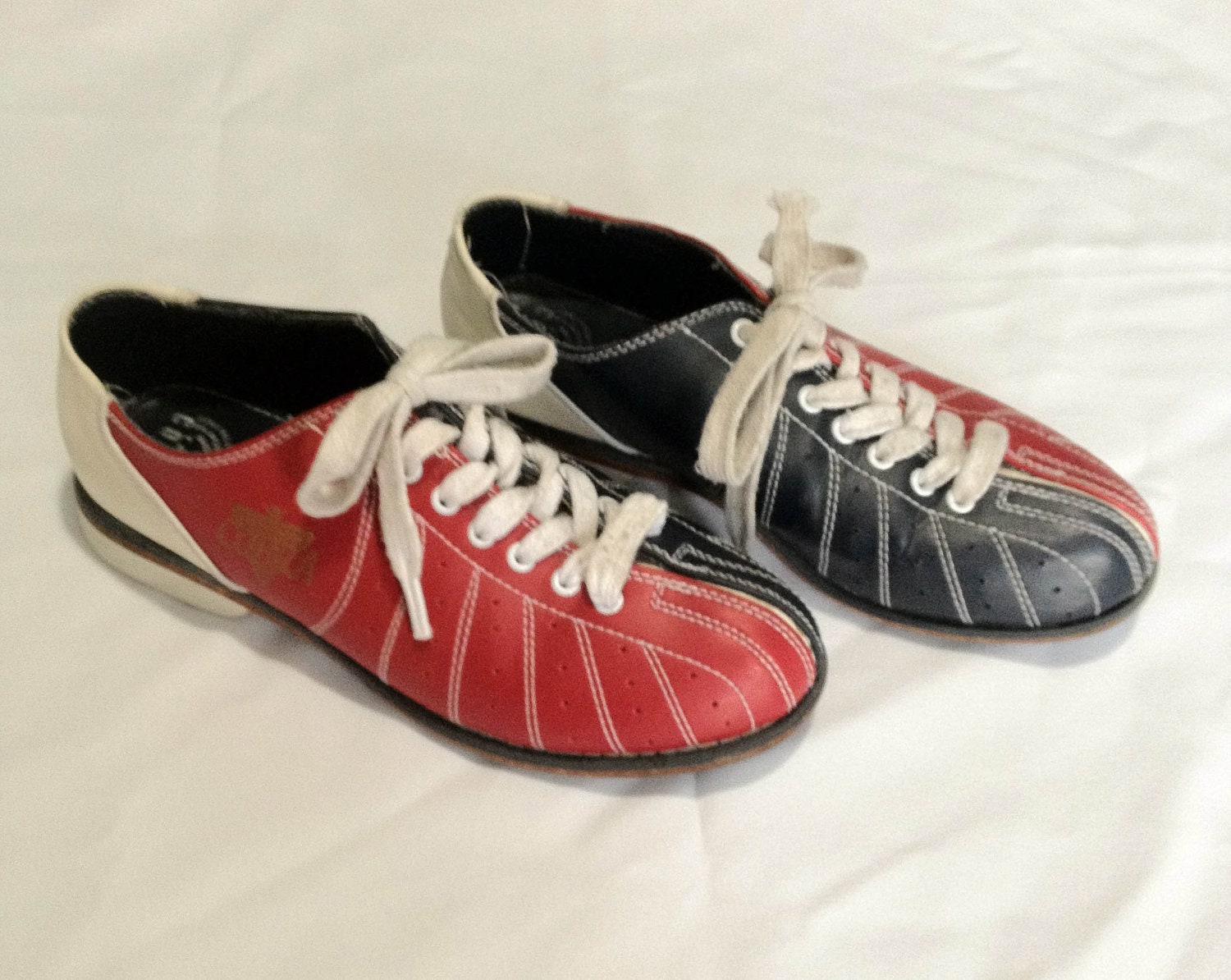 get lucky bowling shoes vintage white and navy blue