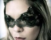 HALLOWEEN SALE - Black Lace Mask / Catwoman Mask / Boudoir Mask / Mardi Gras Mask / Valentine Mask / Halloween Mask