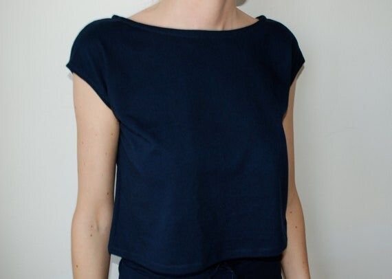 Dark blue cotton blend jersey boxy cropped cap sleeve t-shirt. Size S