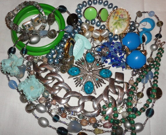 mixed vintage jewelry lot all are wearable some signed lot 5