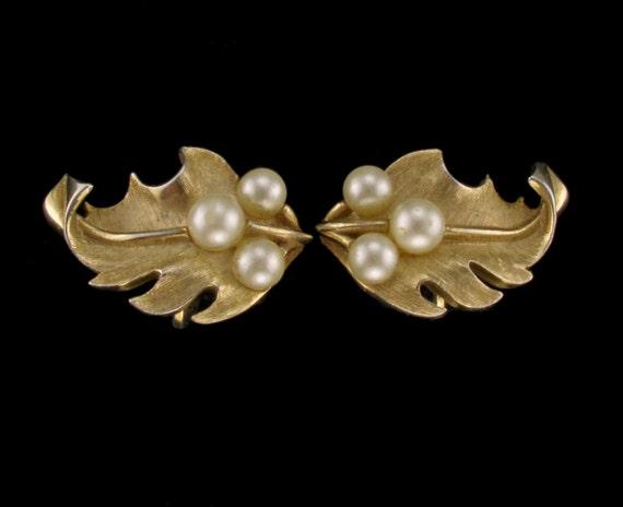Vintage 1970s Signed Trifari Gold & Pearl Floral Oak Leaf Cluster Clip Back Earrings..Retro Mod Hollywood Regency
