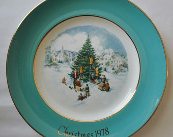 Trimming the Tree, Christmas Plate 1978, Collectible, Avon.
