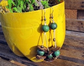 Arete Rochelle: Ecuador Made Indigenous and Sustainable Dangle Earings of Coconut and Acai Beads