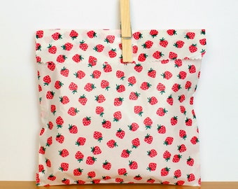 Strawberry flat paper treat bags - set of 12