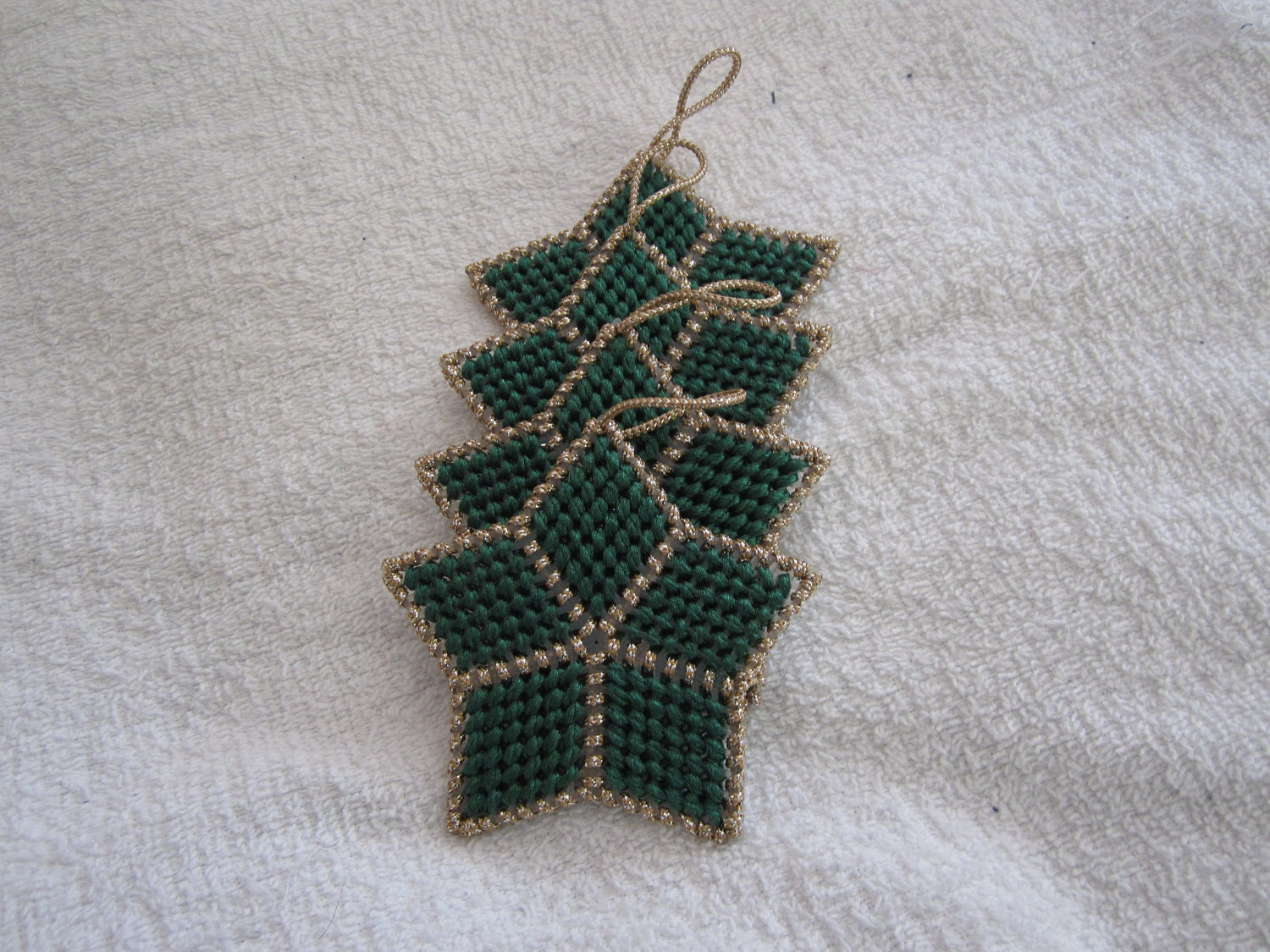 GREEN & GOLD STAR Christmas Ornaments in Plastic Canvas