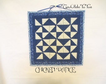 BLUE CHICKEN DANCE Small Wall Mini Quilt Table Mat Home Décor Gift Item