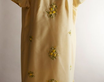 Vintage 1960s soft lemon yellow oriental style shift dress with embroidered floral motifs and side pleats with silk dangles size 16