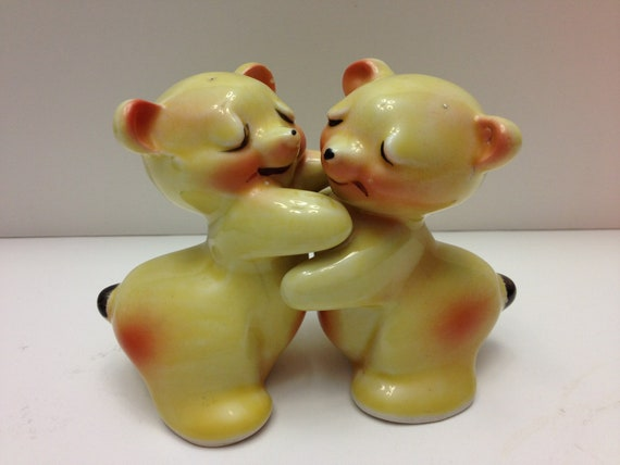 Vintage van tellingen bear hug salt and pepper shakers - Hugging salt and pepper shakers ...