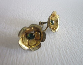 Vintage Sterling Silver & Green Sparkling Stone Screw Back Flower Earrings