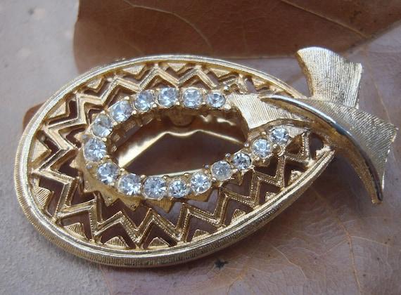 Vintage Horse Shoe Bonnet Hat Design Pin Brooch Designer Ultra