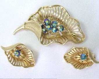 Vintage LISNER Blue AB Rhinestone Cupped Leaf Brooch Pin & Earring Demi Parure Set