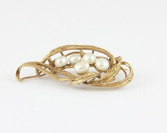 Vintage gold plated brooch with pearls and gold plated leaves