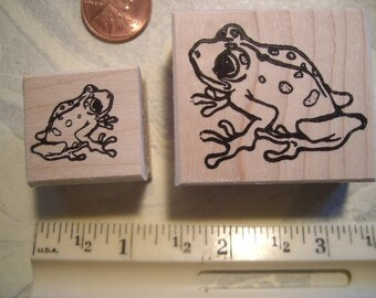 2 frogs, hoppy l & rt  rubber stamp WOOD mounted scrapbooking rubber stamping