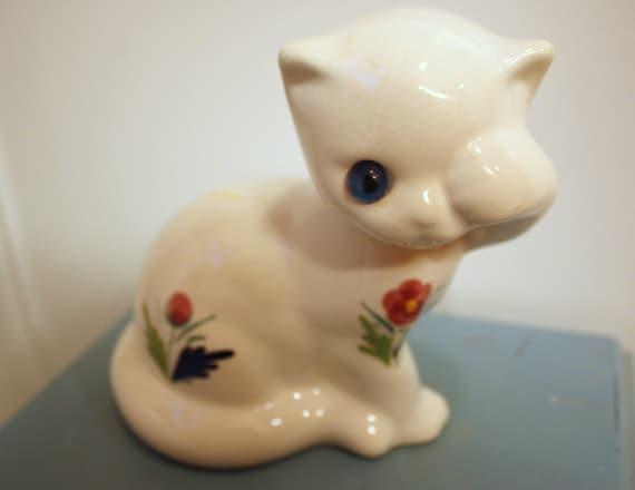 Vintage Elpa  Alcobaca CAT Kitten FIGURINE Blue Glass Eye PORTUGAL - Peeking from one eye