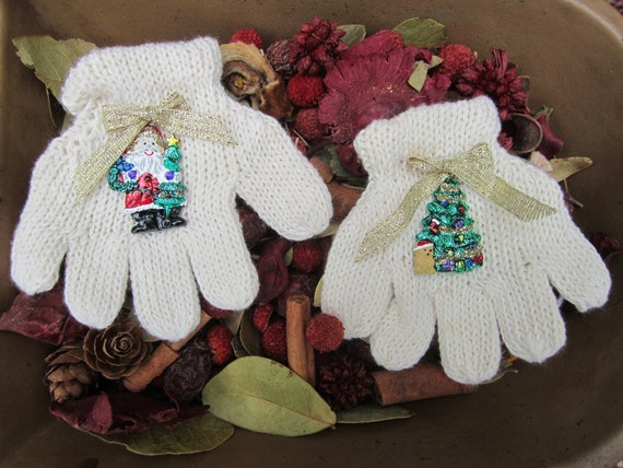 Pair of Cream Knitted Glove Tree Decorations/Christmas tree ornament/glove decoration
