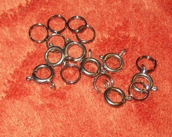 Silver colored C-clasps