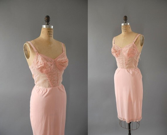 s a l e 1950s Lace Slip / Zipper Brasserie / 38BC