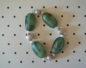 Stretchy Resin and Mother-Of-Pearl Summer Leaves Bracelet