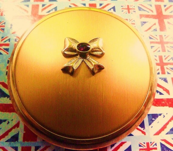 Beautiful Vintage Goldtone Powder Compact Featuring Goldtone Bow