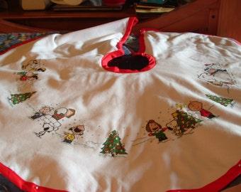 "Peanuts/Snoopy ""Playmates"" Christmas Tree Skirt - Completed"