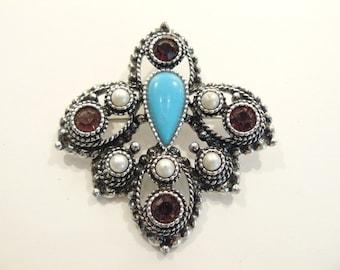 Beautiful Vintage Sarah Coventry Rhinestone & Faux Pearl Brooch / Pin