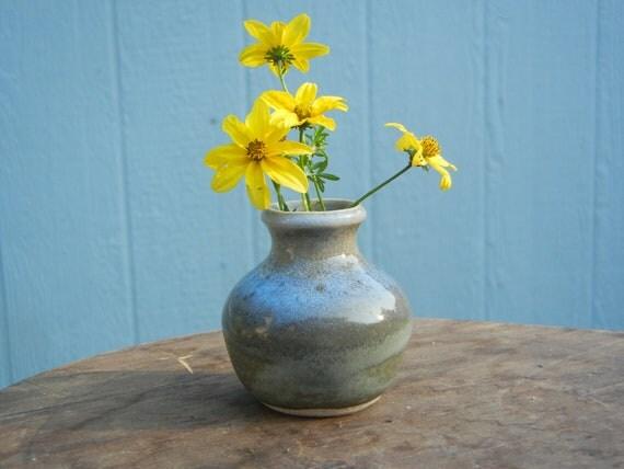 Grandma Pot - Small vase for short stemmed flowers