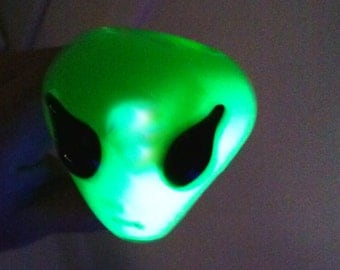 FREE SHIPPING !Glow in the dark Alien liquid filled pipe from Brebes