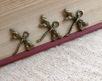 6x Dragonfly Charms, Antique Brass Pendants C177