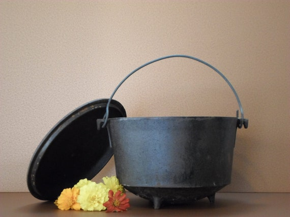 3 Legged Cast Iron Kettle Dutch Oven Cowboy Bean Pot