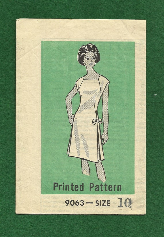 1966 Workbasket Printed Pattern 9063 Raglan Sleeve French Dart Dress with Side Seam Inverted Pleats Size 10