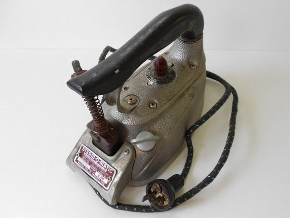 Old Steam Iron ~ Steam o matic b vintage iron
