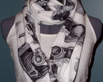Infinity Scarf Papparazzi Vintage Black & White Camera
