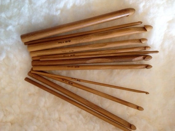 12 Piece Bamboo Crochet Hook Set