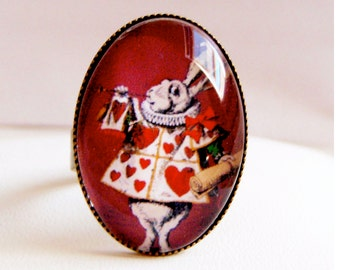 "Bronze ring with oval support ""the rabbit from Alice in Wonderland"". Bague lapin blanc, Alice aux pays des merveilles"