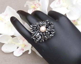 Ring with gem stone splitter