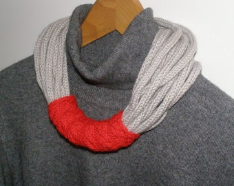 Light grey wool necklace with red detail